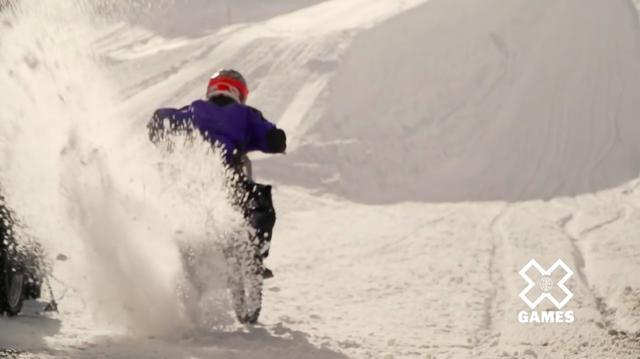 画像: 滑りやすい雪上でのヒルクライム・・・これはシンプルに面白い競技に違いありません! www.youtube.com