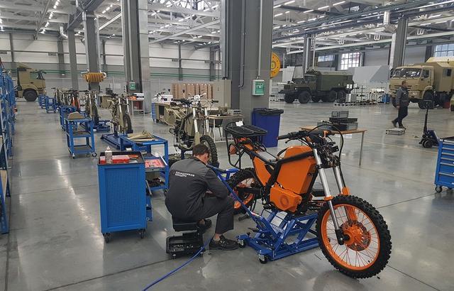 画像: 軍用車と同じ工場で作られています newatlas.com