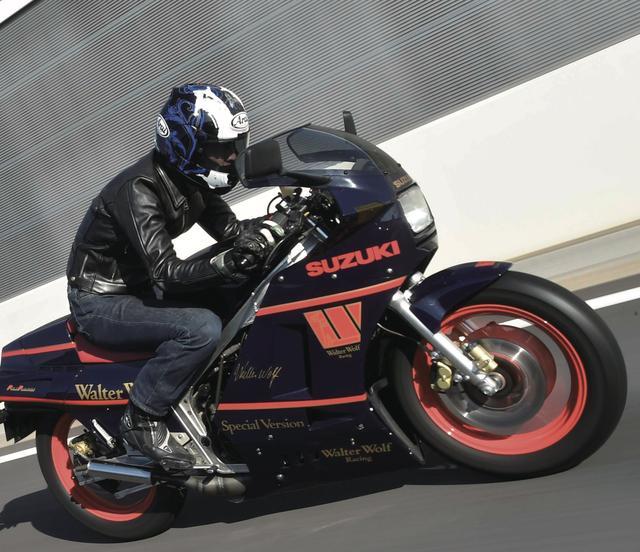 画像: 気分はWGPレーサー、でございましたな。 www.motormagazine.co.jp