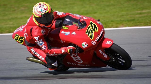 画像: 2001年、ジレラにGP125ccクラスのタイトルをもたらした、M.ポジャーリの走り。 securevideopassapp.motogp.com