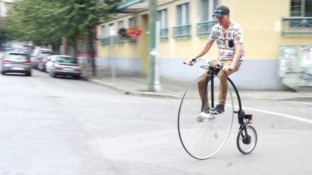 画像: Riding an electric high-wheeler (ie penny farthing) around Vancouver www.youtube.com