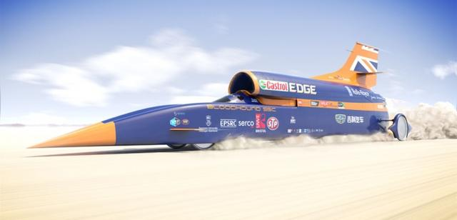 画像: こちらはCGのブラッドハウンドSSCです。エアロダイナミスクを追求した車体各部にはスポンサーのロゴで飾られています。そして垂直尾翼には誇らしげにユニオンジャックがデザインされています。 www.bloodhoundssc.com