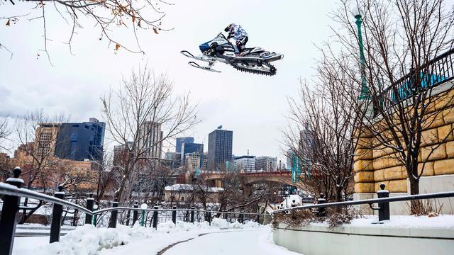 画像: Urban Snowmobiling in Saint Paul | Levi LaVallee youtu.be