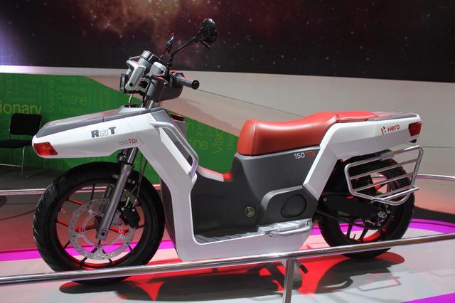 画像: ヒーローのRNTコンセプト。車体の前側にも後ろ側にも荷物が積めるようにデザインされています。なおリア左右には民族衣装のサリーの巻き込みを防ぐガードになっており、キャリアとしても兼用できます。 shifting-gears.com
