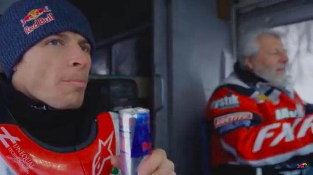 画像: バンの助手席でレッドブルをゴクリ・・・と飲むのは、リービ・ラバリー。彼はミネソタ育ちのフリースタイルの達人です・・・。 www.youtube.com