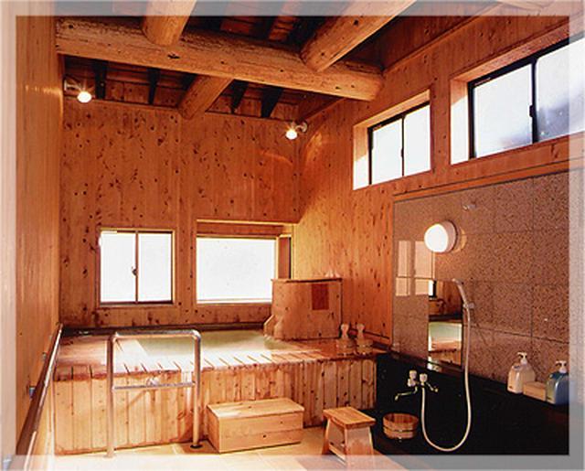 画像: 贅沢なプライベート空間で源泉掛け流しを...貸切風呂「円満の湯」 www.manza.co.jp