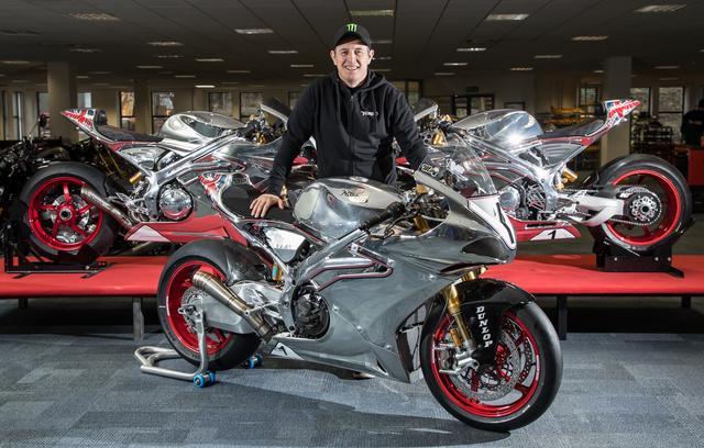 画像: ノートンSG7とともに笑顔を見せるJ.マクギネス。まだ足の骨折の治療中ですが、6月のTTのころには万全なコンディションに戻っていることでしょう。 www.nortonmotorcycles.com