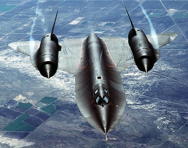 画像: 独特の形状をもつSR-71ブラックバード。なおブラックバードの名前は、ホンダがメガスポーツとして企画した1996年のCBR1000XXスーパーブラックバードにも用いられましたね。 en.wikipedia.org