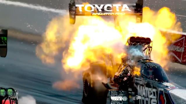 画像: 壮絶なエンジンブローの瞬間! ドラッグスターのTF車両は、ドライバーの後ろにエンジンがあるからまだマシ?ですけど・・・。 www.youtube.com