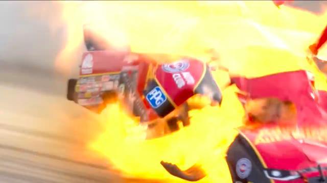 画像: ファニーカーはエンジンが車体中央付近にあり、ドライバーがその後ろにいますから、エンジンブローしたときはかなりドライバーは怖い思いをすることになります・・・。 www.youtube.com