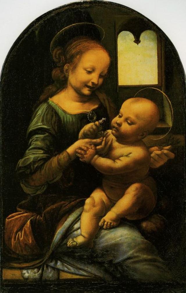 """画像: レオナルド・ダ・ヴィンチ作の『ブノアの聖母』(1478年)。聖母マリアと幼いキリスト頭の後ろにあるのが""""ヘイロー""""です。 en.wikipedia.org"""
