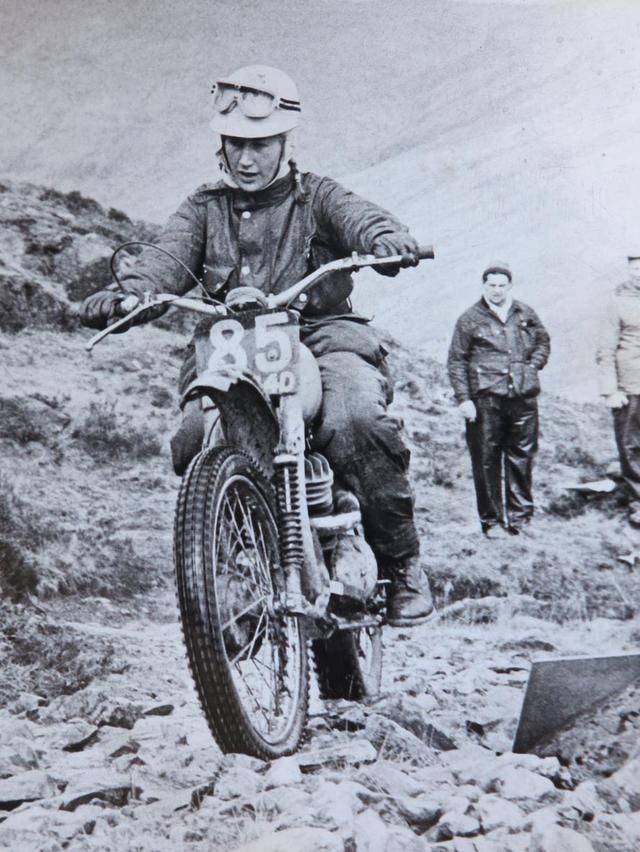 画像: こちらは1967年のSSDT(スコティッシュ6日間トライアル)にグリーブスで参加するレネーの勇姿です。 www.reneebennett.co.uk