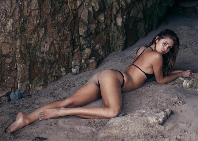 画像1: Gigi ParisさんはInstagramを利用しています:「ready to be a beach bum all weekend」 www.instagram.com