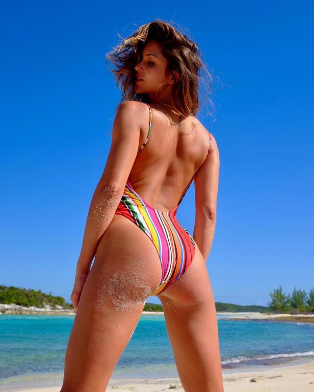画像1: Gigi ParisさんはInstagramを利用しています:「plage isolée  avec @deanbartlett 12.30.17」 www.instagram.com