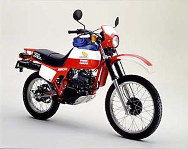 画像: 1982年7月20日発売の、ホンダXL250Rパリ・ダカール。21リットル大容量燃料タンクが最大の特徴でした。 www.honda.co.jp