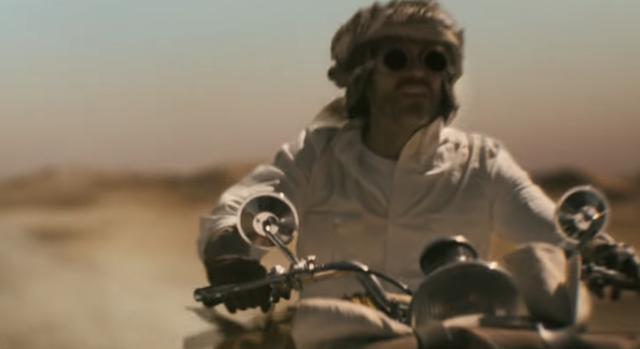 画像: 薄れゆく意識の中で、かつて世界を駆け巡った冒険の日々が蘇るが・・・ www.youtube.com