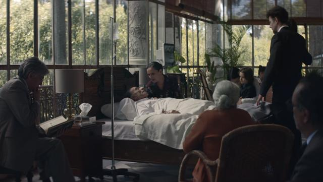 画像: 家族に看取られて、臨終の時を迎えようとする一人の老人 www.youtube.com