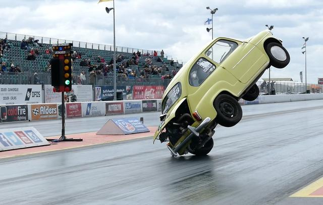 画像: Fiat 600 Crashes And Flips Over At Santa Pod Raceway youtu.be