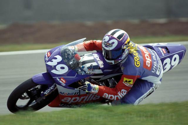 画像: 1992年125ccクラスでアプリリアRS125Rに乗り2勝あげたA.グラミーニ。 www.pitstops.ro