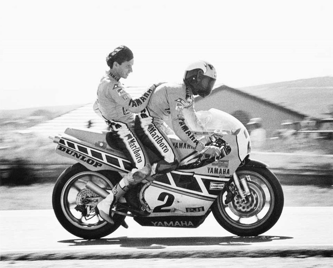 画像: エディ・ローソンを後ろに乗せるキング・ケニー。 www.pinterest.jp
