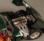 画像: 可動式ボンネット:細密なエンジンとサスペンションを内蔵