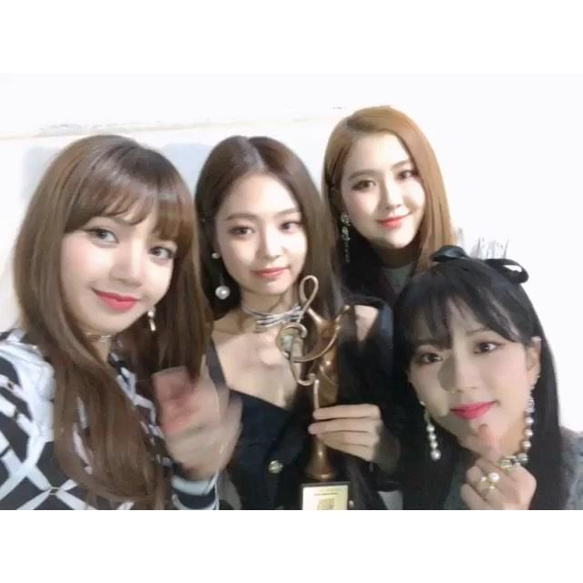 画像1: BLΛƆKPIИKさんはInstagramを利用しています:「#BLACKPINK#JISOO#JENNIE#ROSÉ#LISA#서가대#서울가요대상#BLINK#고마워요#서로에게힘이되어주는존재#❤️#사랑해」 www.instagram.com