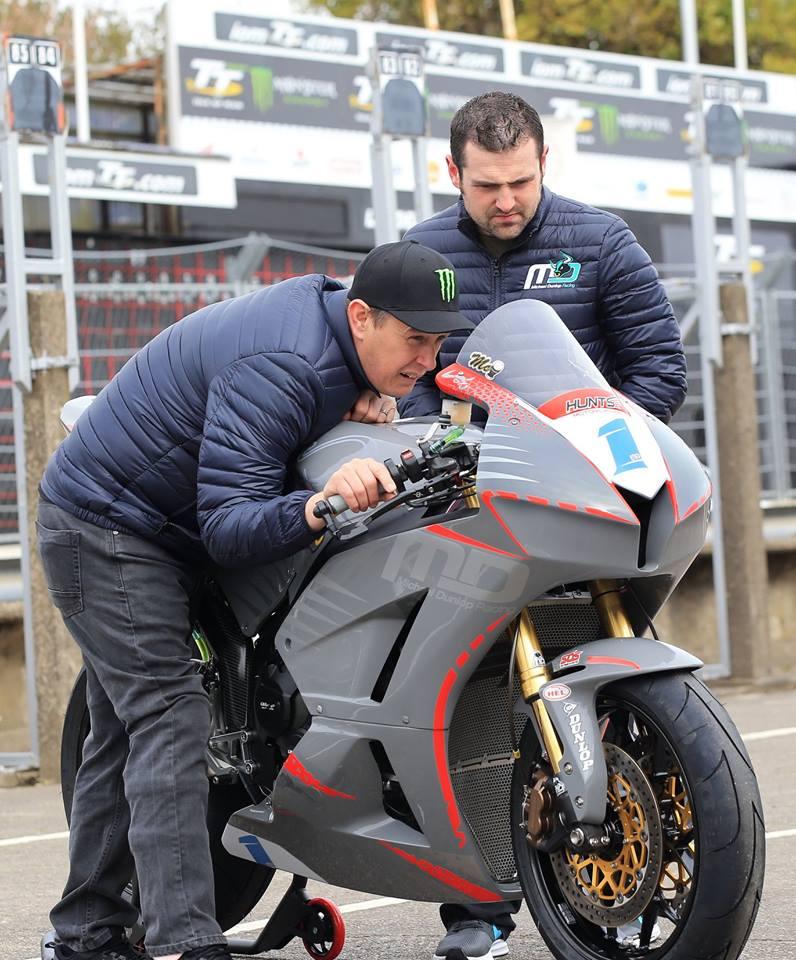 画像: スーパーバイクとセニアTTは今年ノートンで戦うことをすでに表明しているマクギネスですが、600ccスーパースポーツではどのような走りを見せるか・・・注目しましょう! www.facebook.com