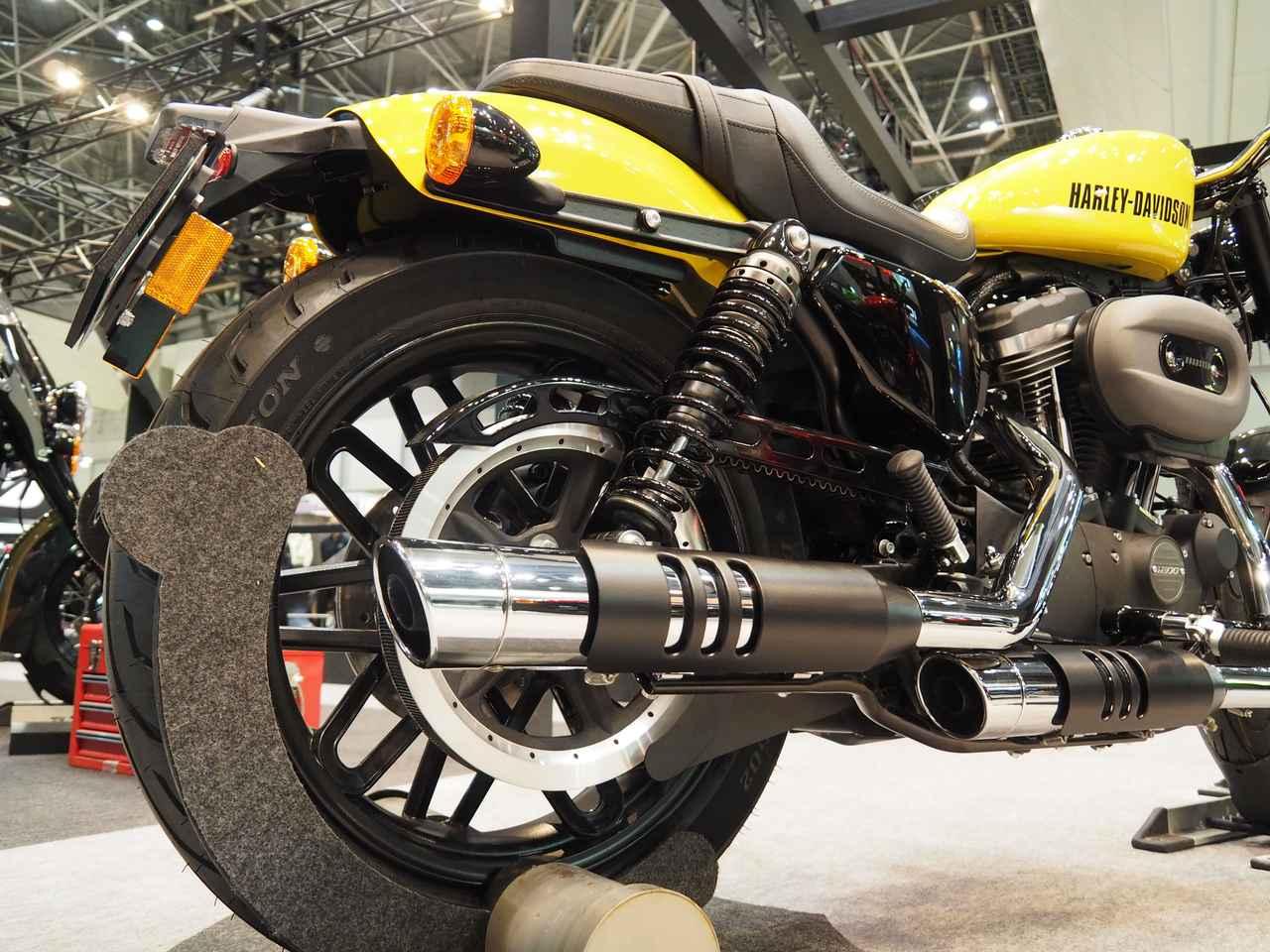 画像: 東京モーターサイクルショーで日本初公開となった「Screamin' Eagleパフォーマンスマフラー」のROADSTER™用モデル