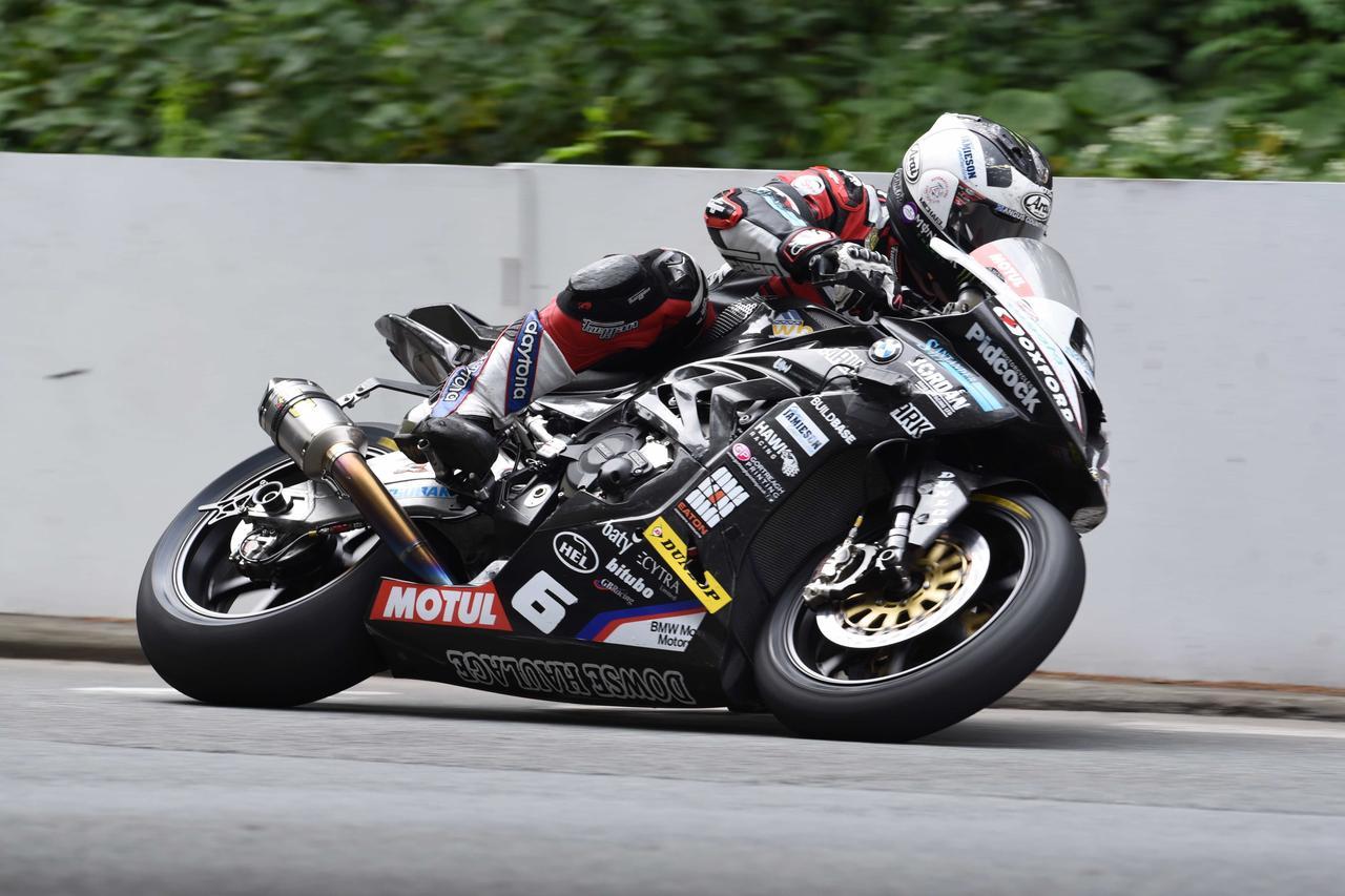 画像: INSANE Speeds! Michael Dunlop RST Superbike TT 133.393mph - Lap RECORD! youtu.be