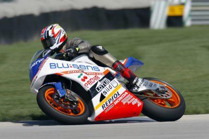 画像: 2009年、テストで米インディアナポリスのコースでMoto2マシンに乗るK.シュワンツ。ホントに今回のアメリカズGPを走るんですかね・・・? www.timejust.es