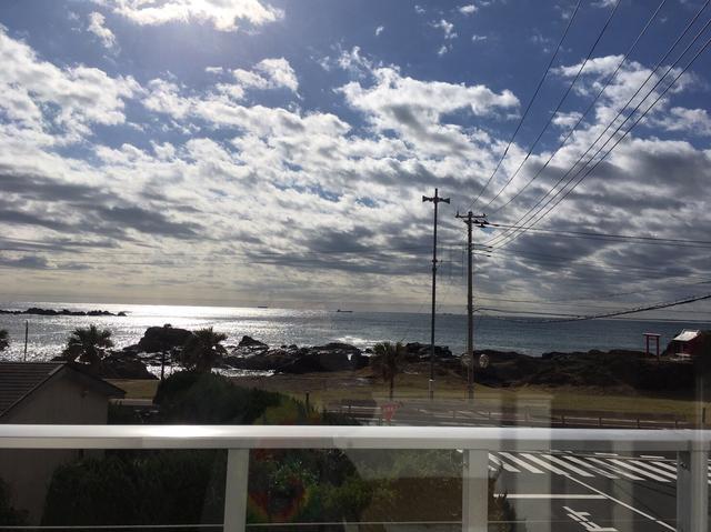 画像: 2階からの写真☆すぐ前が海!!最高のシチュエーションですよ〜!