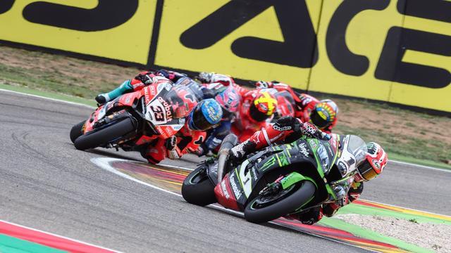 画像: レース1の再スタートで、J.レイ(カワサキ)はペースを掴みます! www.worldsbk.com