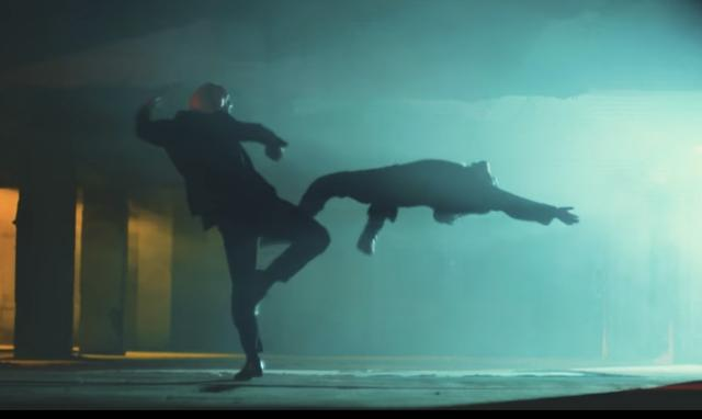 画像: スーパー強い豚にやられる狼