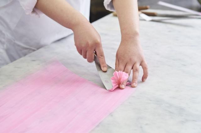 画像1: 職人の手技で1つひとつ大切につくりあげられたケーキ