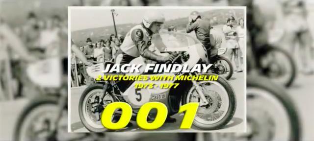 画像: 記念すべき1勝目をプレゼントしたのは、J.フィンドレーでした。なお20年以上のGPキャリアを持つライダーは、フィンドレーのほかA.ニエト、L.カピロッシ、そしてV.ロッシしかいません。プライベーターだったフィンドレーはこの中で唯一GPタイトルを獲っていませんが、それは彼の偉大さを損ねるものではないでしょう。 www.youtube.com