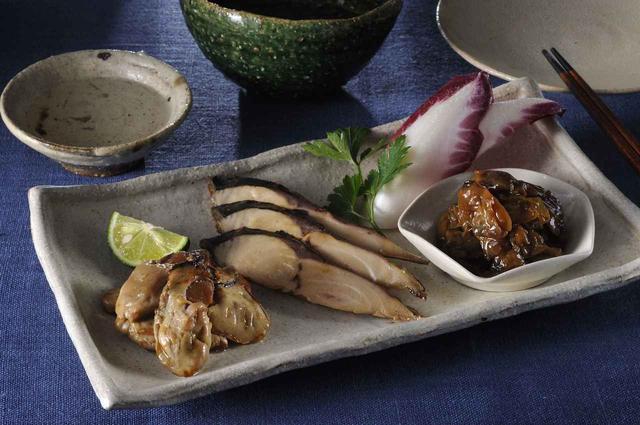 画像: 「JIMONO3種詰め合わせ」¥3980(税別・送料込) 芳醇あさりしぐれ(90g)、 牡蠣の一夜干し(80g)(柚子ぽん酢)、 屋久島の鯖燻製(40g)【常温】
