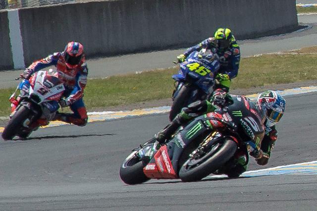 画像: 5番のJ.ザルコ(ヤマハ)は転倒リタイアに終わりました・・・地元のファンもガッカリでしょうね。 race.yamaha-motor.co.jp