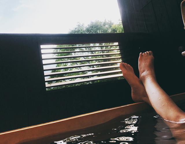 画像: 源泉掛け流しの露天風呂