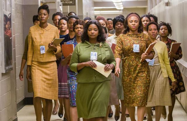 画像: NASAを支えた多くの女性たち。その中にはキャサリンら黒人女性も大勢いたのだ。 www.foxmovies-jp.com