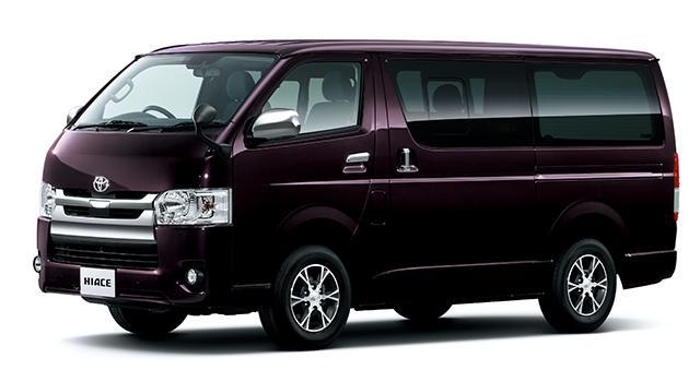 画像: 2輪を運ぶトランスポーターとして日本では不動の人気ナンバー1はやっぱりトヨタ「ハイエース」。スーパーGL(2WD・2800ディーゼル・標準ボディ・標準ルーフ)のオネダンは¥3,562,920(税込)。その人気ゆえ、どんなに過走行でも手放すときの売却価格がメチャ高いのも魅力ですが、その人気ゆえ、盗難保険なしでの運用は超危険という諸刃の剣? なモデルでもあります。 toyota.jp