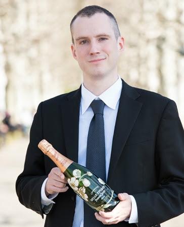 画像: スイス出身のローラン・ペローダン氏。彼の祖父はその地域でブドウ畑を所有しワインを作っていたため、子供の頃からワイナリーで週末を過ごし仕事を手伝っていたそう。2015年2月よりシャンパーニュブランドアンバサダーとして活動なさっています。フランス語、英語、日本語が堪能。