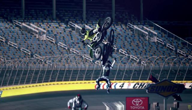画像: 空飛ぶバイク! www.youtube.com