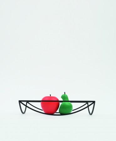 画像: BORDER NO.2(DANESE) W320×D300×H60 ¥43,000(税抜) 空間に線を引くトレーのようなオブジェ。いろいろな使用方法でテーブル上を華やかにしてくれるセンターピースです。