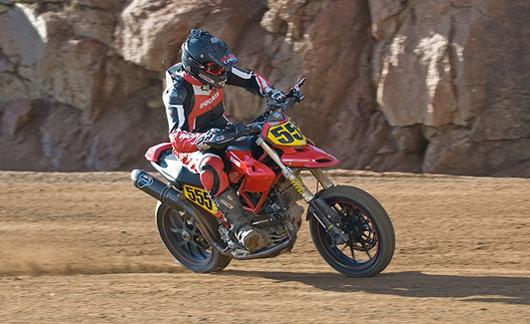 画像: 2008年、ハイパーモタード1100Sを駆り、1,200ccクラスで勝利したG.トレーシー。 blog.cycletrader.com