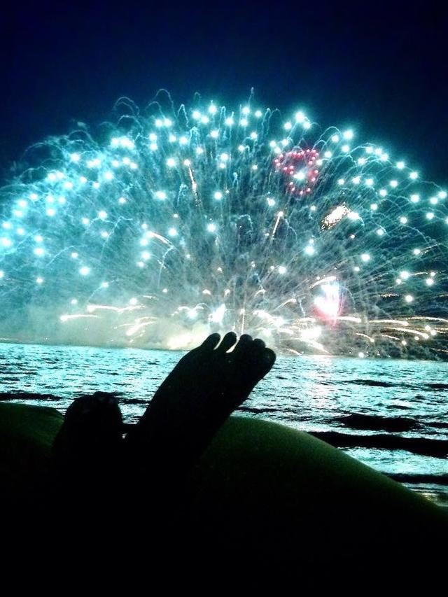 画像: とにかく水中花火が綺麗!