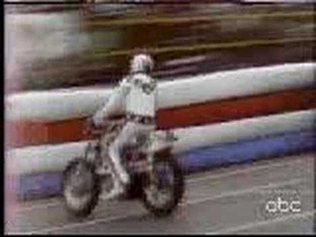 画像: Evel Knievel Kings Island 1975 - Jumps 14 Greyhound Busses youtu.be