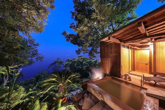 画像: 一番人気のプレミアム・スイートの露天風呂