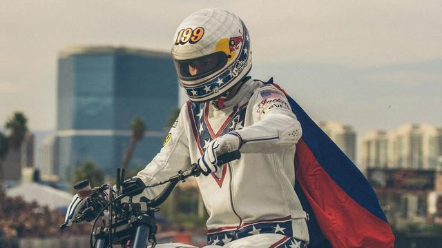 画像: Travis Pastrana Jumps 52 Crushed Cars: EVEL LIVE youtu.be