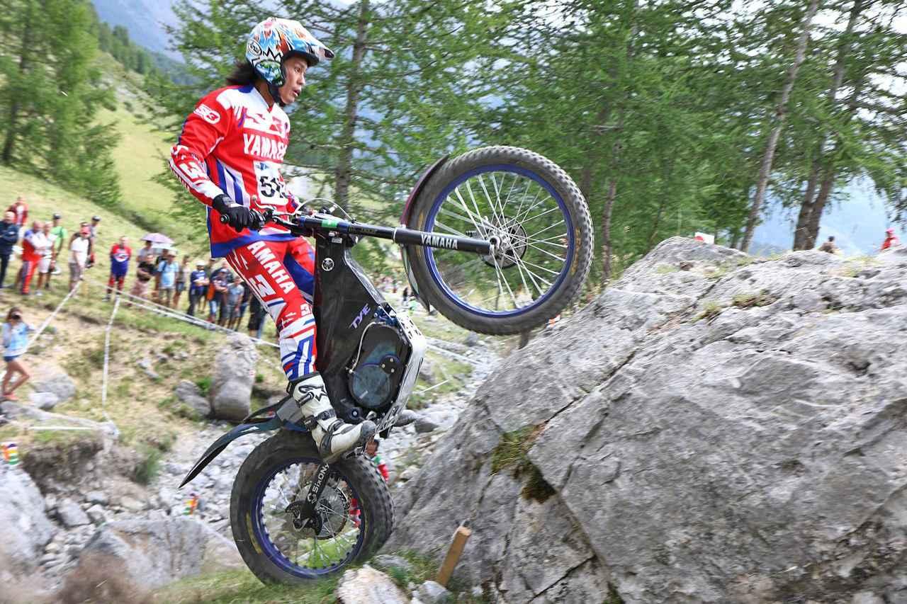 画像: フランスGPで開催されたTrialEクラスの開幕戦で、ヤマハの電動トライアルバイク「TY-E」に乗る黒山健一選手。 ©︎ヤマハ発動機(株)