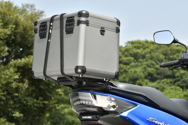 画像: 多くの荷掛けフックがあるので、かなり大きな荷物もガッチリ固定できて実用的でもあります。